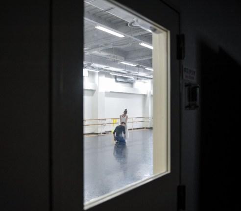 Elisa Badenes und Daniel Camargo proben Romeo und Julia im Ballettsaal des Tokyo Ballet