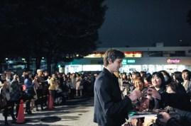 Friedemann Vogel inmitten seiner japanischen Fans