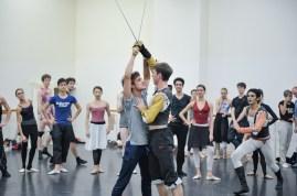 Probe zu Romeo und Julia: Pablo von Sternenfels als Mercutio, Robert Robinson als Tybalt und Constantine Allen als Romeo