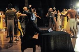 Der zweite Akt: Roman Novitzky als Onegin