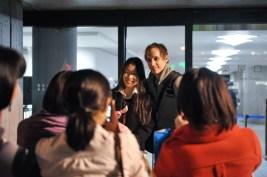 Hyo-Jung Kang und Roman Novitzky posieren fürs Foto