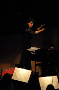 Alina Godunov dirigiert das Shanghai Philharmonic Orchestra