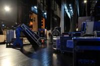 Bis spät in die Nacht haben unsere Techniker die Kisten für die Weiterreise nach Beijing vorbereitet.