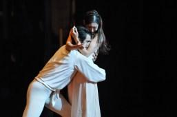 Constantine Allen als Romeo un Hyo-Jung Kang als Julia