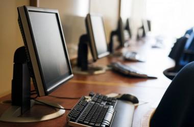 Міносвіти планує перевірити скільки справних комп'ютерів у школах