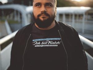 Mann mit Shirt