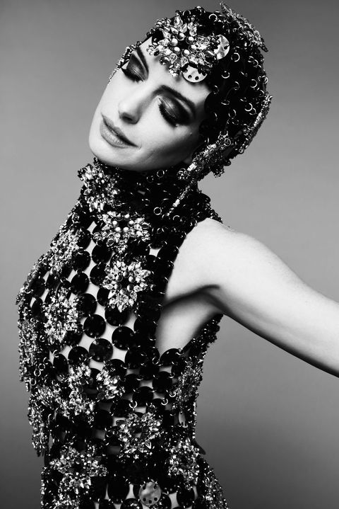 Anne Hathaway lên bìa CR Fashion Book China