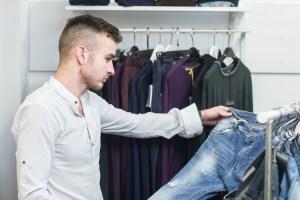 Basisgarderobe: Männer und Jeanskauf