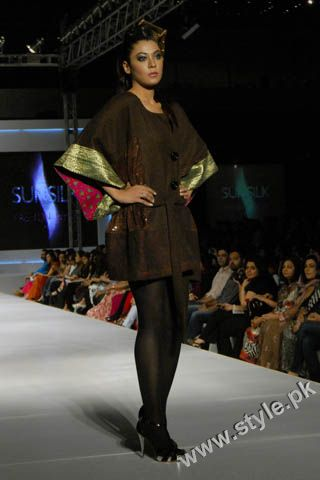 Fashion Designer Mohsin Ali's Dresses For Women in PFDC Sunsilk Fashion Week 2011 Lahore (8)