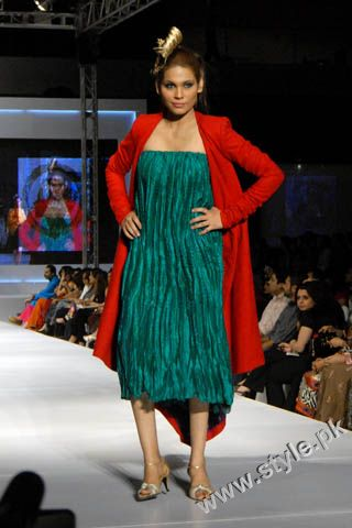 Fashion Designer Mohsin Ali's Dresses For Women in PFDC Sunsilk Fashion Week 2011 Lahore (6)