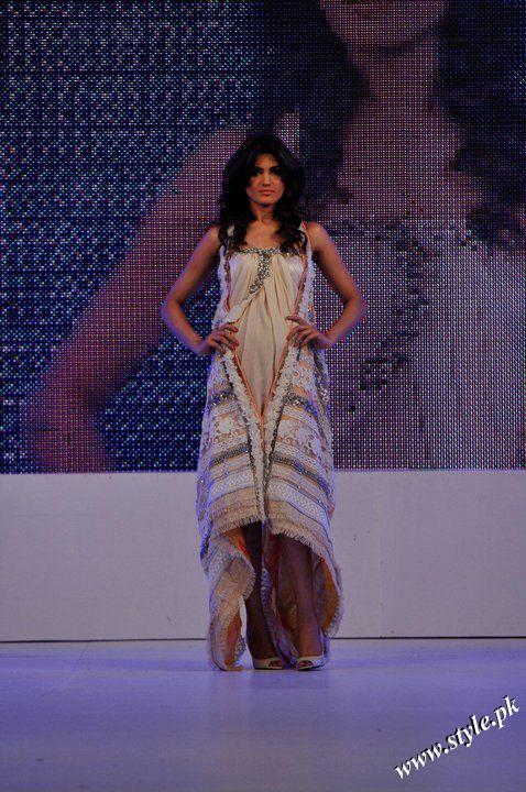 Ayesha Farooq Hashwani's white and pure collection 2011 (4)