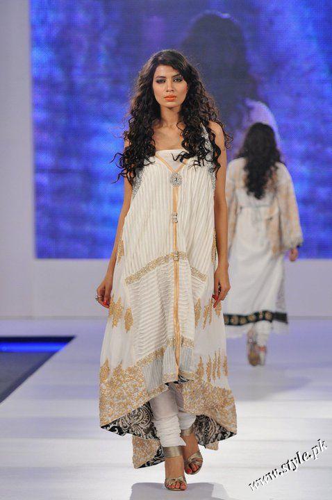 Ayesha Farooq Hashwani's white and pure collection 2011 (3)