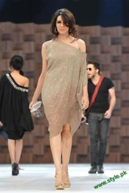 Sana-Safinaz-Latest-Collection-At-Lux-Style-Award-2011-2 style.pk