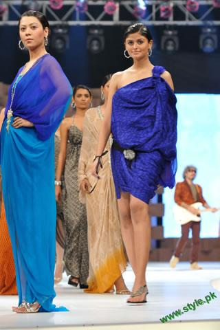 Sana-Safinaz-Latest-Collection-At-Lux-Style-Award-2011-9 style.pk