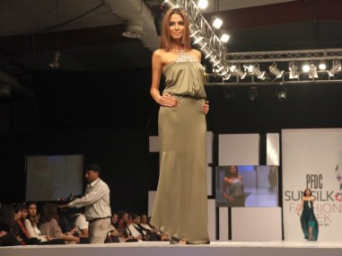 Sunsilk PFDC Fashion Week 2012, Day 1 (15)