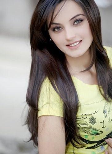 Pakistani Model Sadia Khan Pictures and Profile