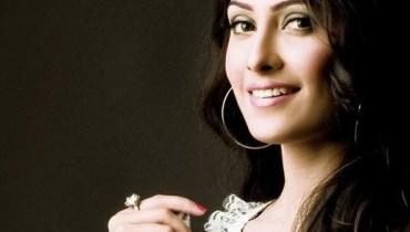 Pakistani Model Ayeza Khan Pictures and Profile (6)