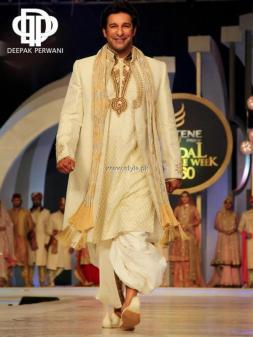 Deepak Perwani Bridal Collection at BCW 2013 009