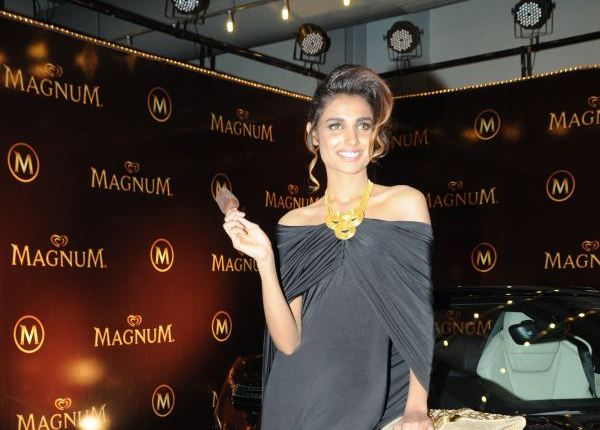 Shehla Chatoor - Lux Style Awards 2013 (17)