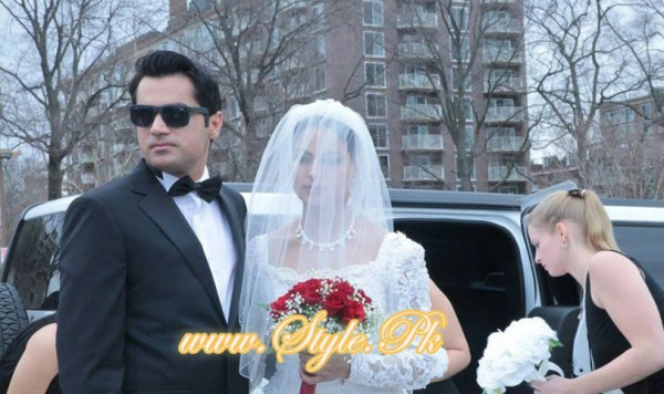 Veena Malik Valima Reception In White Wedding Style Pic 03