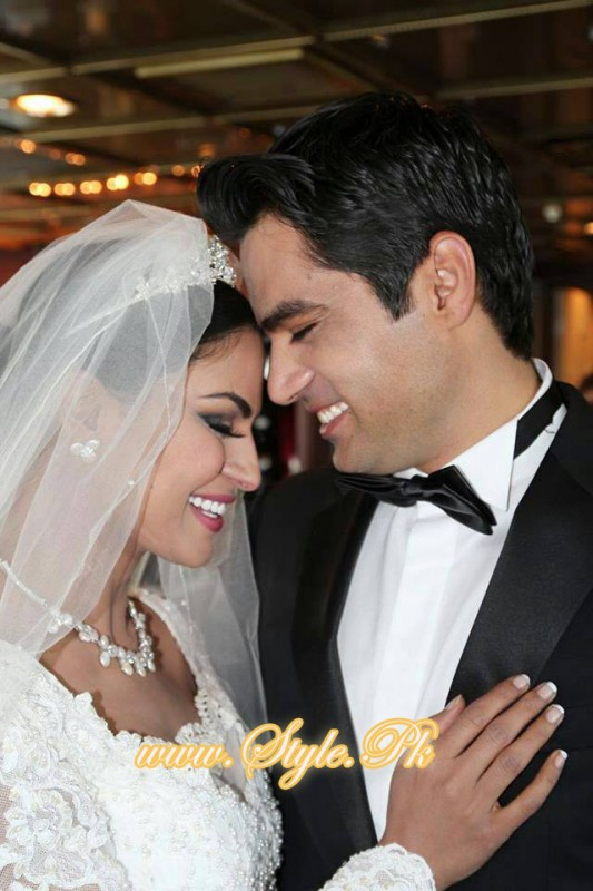 Veena Malik Valima Reception In White Wedding Style Pic 23