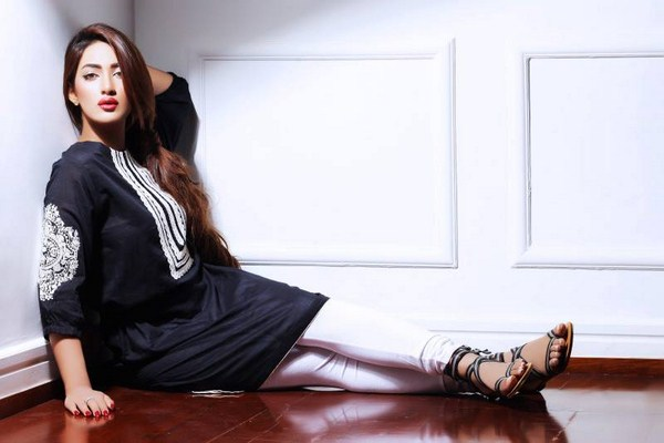 Mathira Is Ready To Debut As A Singer pic 01