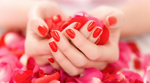 Tips For Caring For Nails In Summer Season