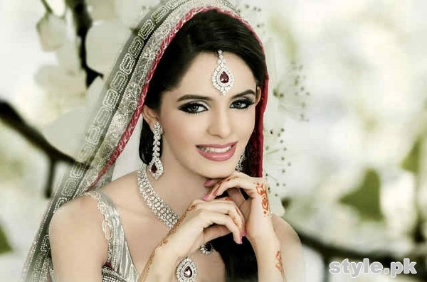 Stylish Necklace Designs For Brides