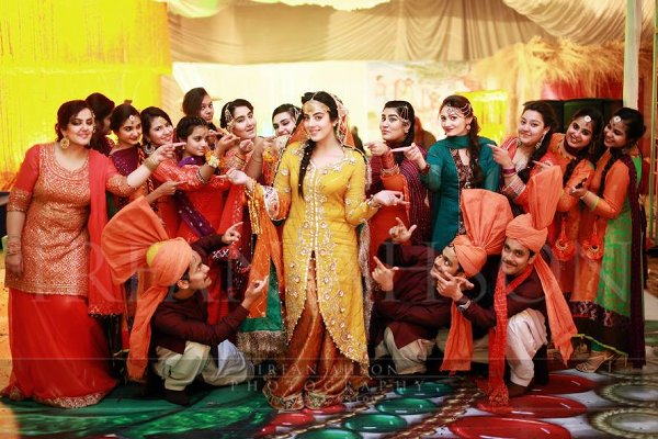 Pakistani Mehndi Dresses 2015 For Girls 0015