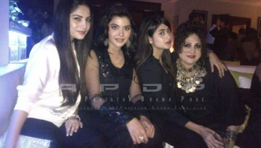 Neelum munir with friends