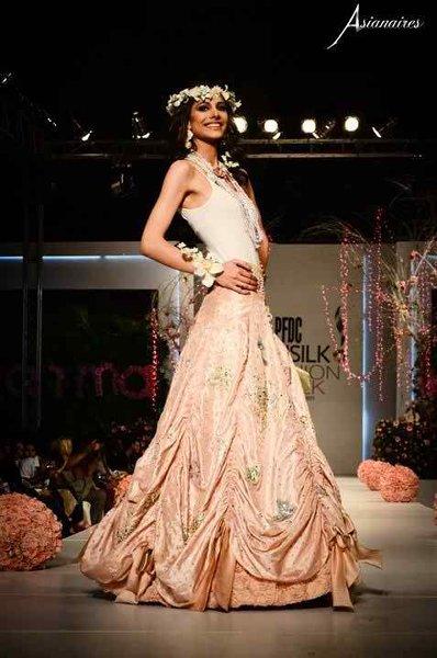 Top 10 Hottest Female Models 2015 In Pakistan003