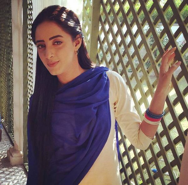 Pakistani New Actress Sanam Chaudhry Profile And Pictures009