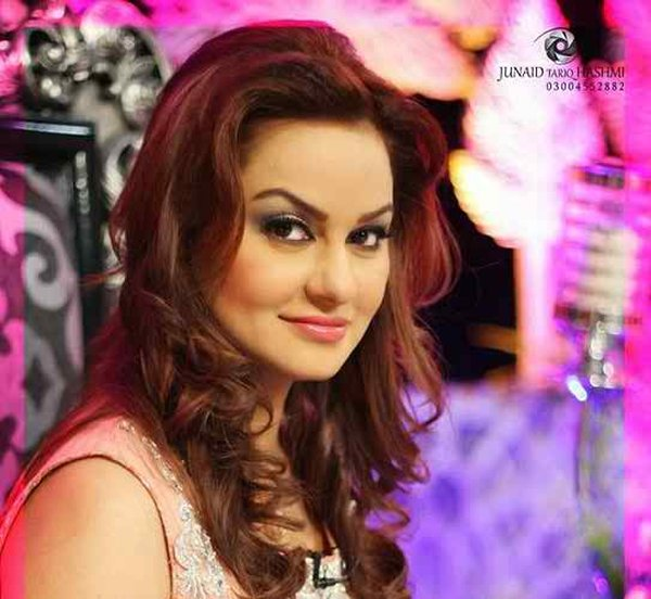 Which Pakistani Actresses Don't Look Their Real Age007
