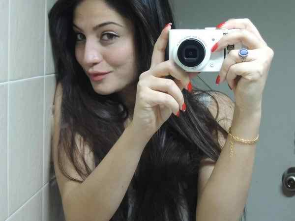 Which Pakistani Actresses Have Beautiful Hands002
