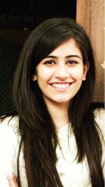 Syra Shehroz Looking Beautiful Without Makeup