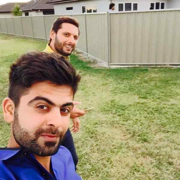 Which Pakistani Celebrities Are Selfie Junkies006