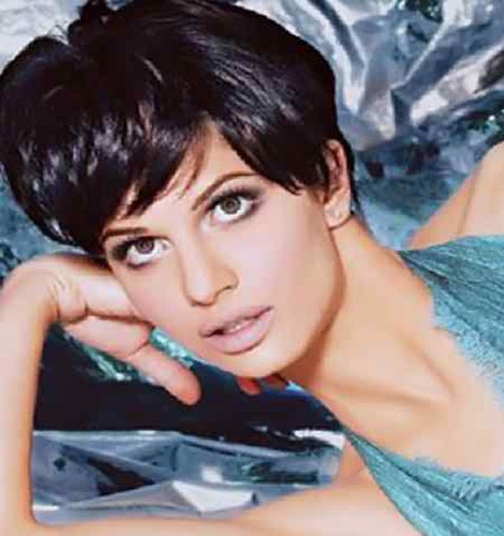 Which Pakistani Female Celebrities Rock With Boy Haircut003