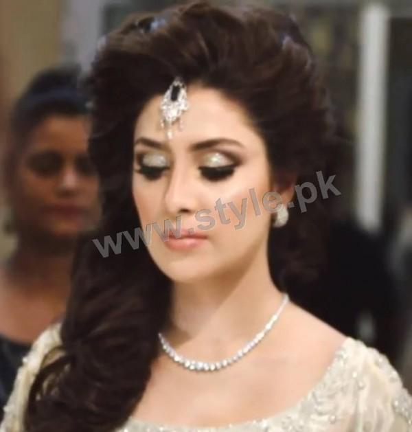 Ayeza Khan as a signature bride of Natashas Salon (2)