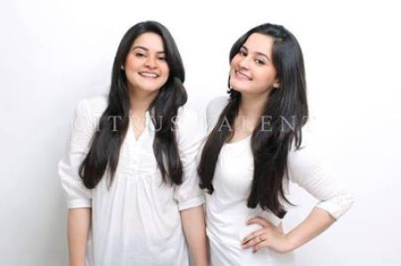 See Pakistani Celebrities who have an identical twin Sibling