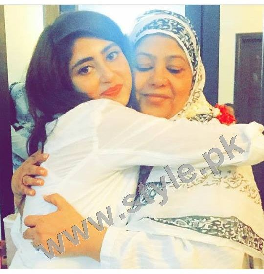 Pictures of Pakistani Celebrities with their mothers 3