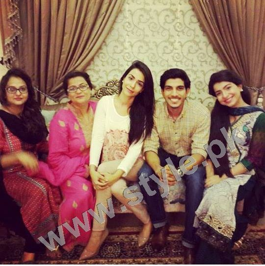 Pictures of Pakistani Celebrities with their mothers 7
