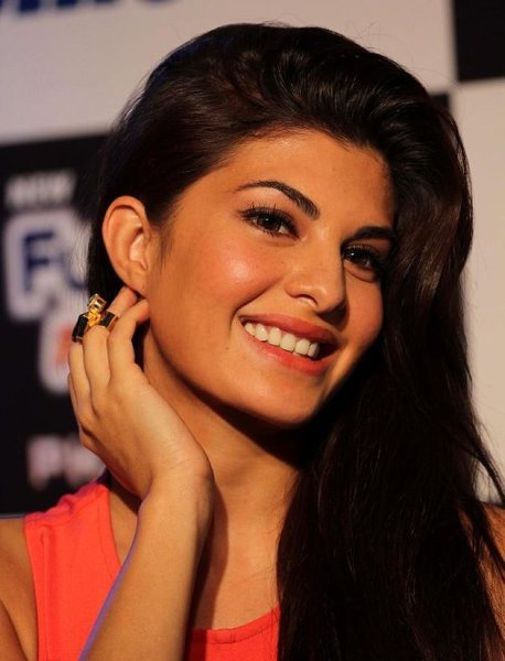 Which Bollywood Celebrities Are Single And Enjoying Bachelor Life0010