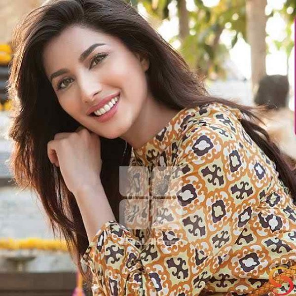 Which Pakistani Celebrities Are Popular On Instagram002