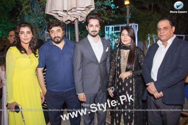 Ayeza Khan's  first public appearance after her baby's birth (2)