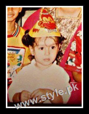 Childhood pictures of Ayeza Khan 8