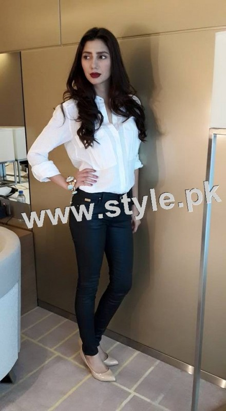 Dressing of Pakistani Celebrities during promotion of theri movies (6)