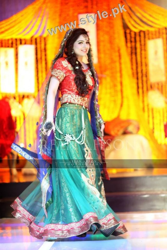 Mehndi outfits 2015 to wear on your big day (12)