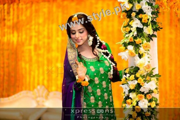 Mehndi outfits 2015 to wear on your big day (14)