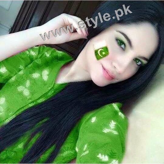 Pakistani Celebrities on Independence Day 2015 (13)