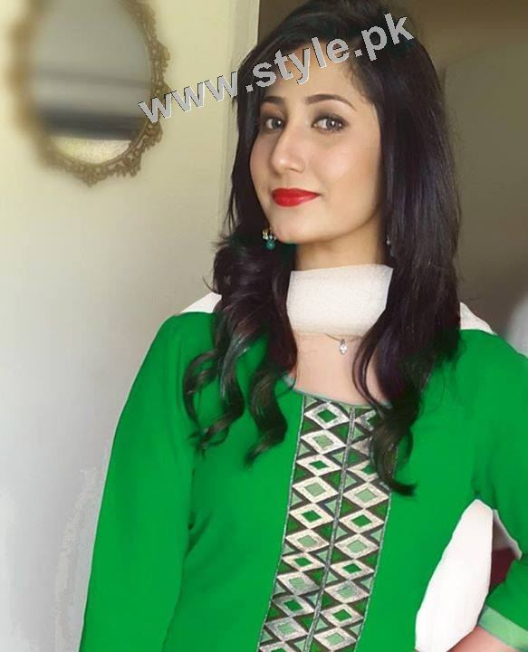 Pakistani Celebrities on Independence Day 2015 (14)